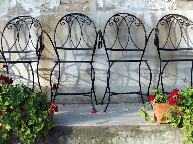 сад 2 стулов стоковые изображения rf