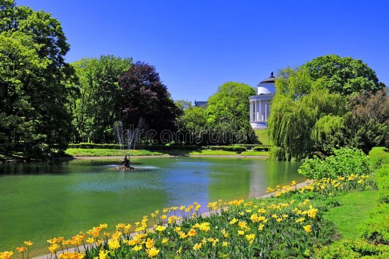 Сад Saski в Варшаве, Польше стоковые изображения