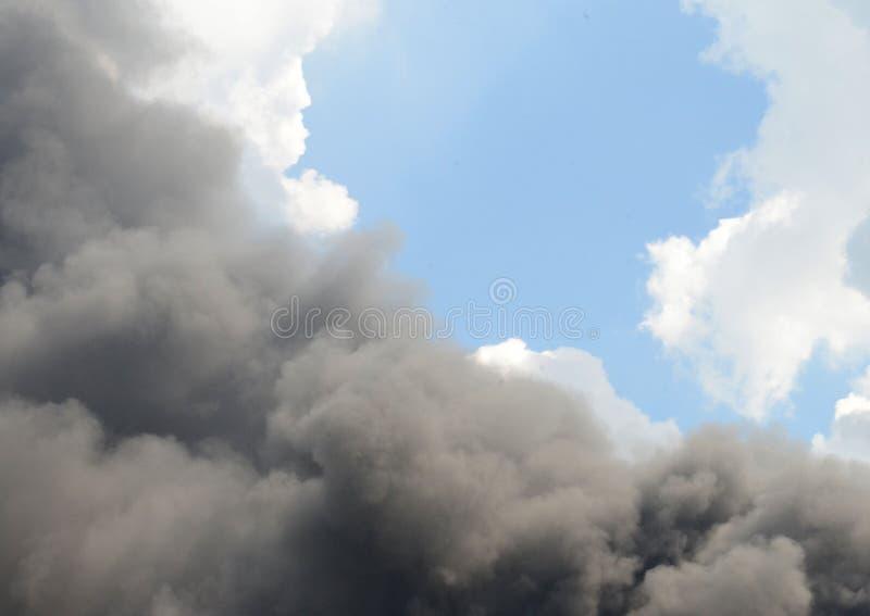 сажа черный дым стоковое фото rf