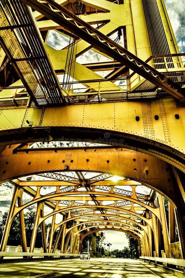 Сакраменто, Калифорния США - 19-ое июня 2016: Мост золотого строба в Сакраменто, Калифорнии стоковое изображение