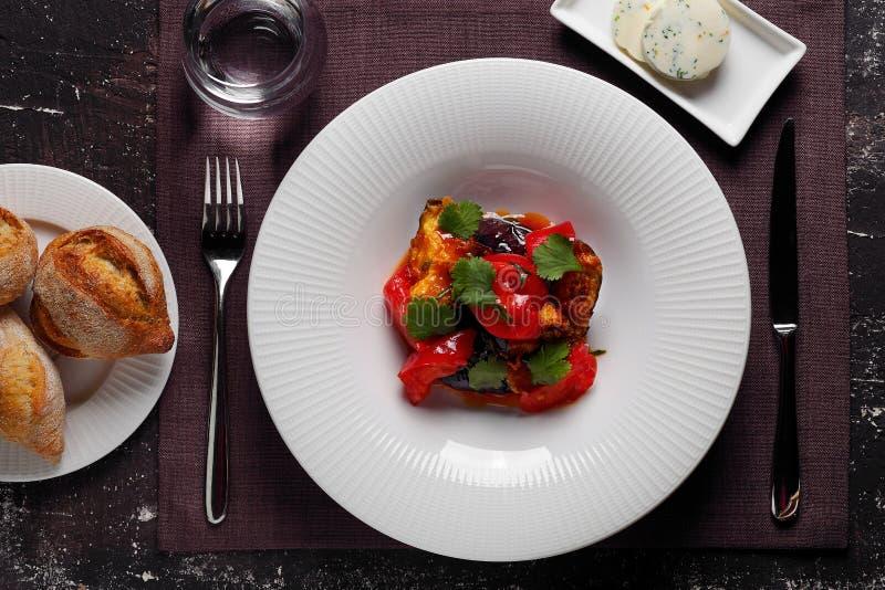 Салат баклажана с кренами и маслом стоковые фото