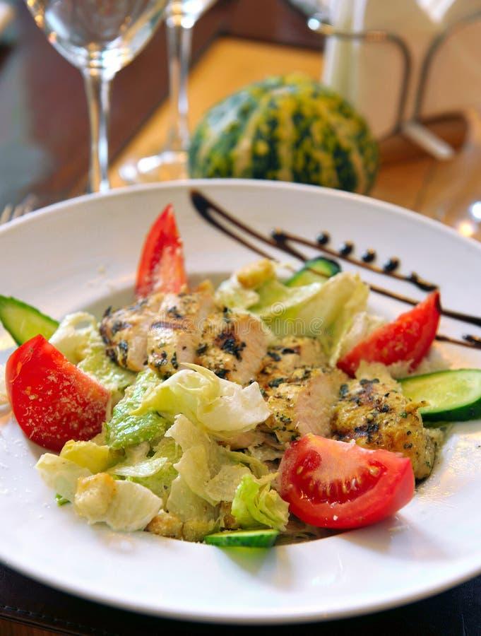 салат из курицы цезаря стоковое изображение rf
