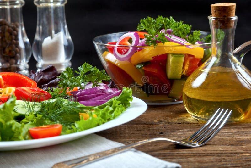 Салат из овощей на деревянном столе στοκ εικόνες