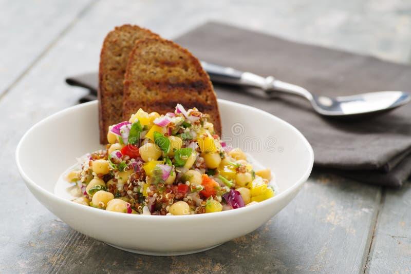 Салат квиноа с veggies стоковое изображение rf