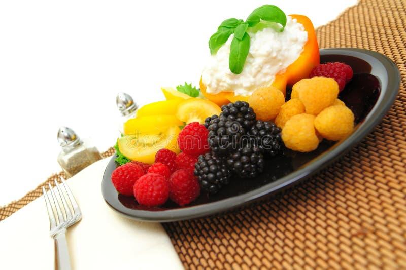 салат коттеджа сыра ягоды стоковые фото
