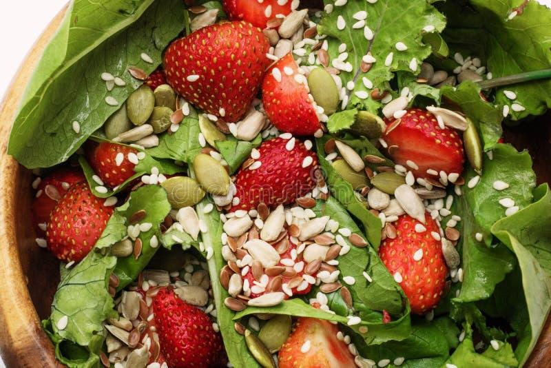 Салат лета диеты с клубниками, салатом и семенами, легкой закуской, здоровой едой, стоковые изображения