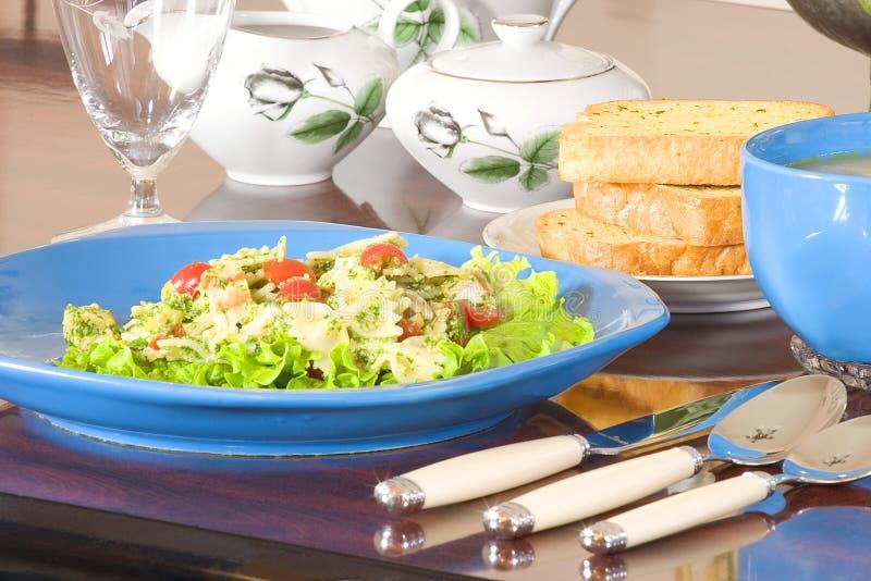 салат макаронных изделия стоковая фотография