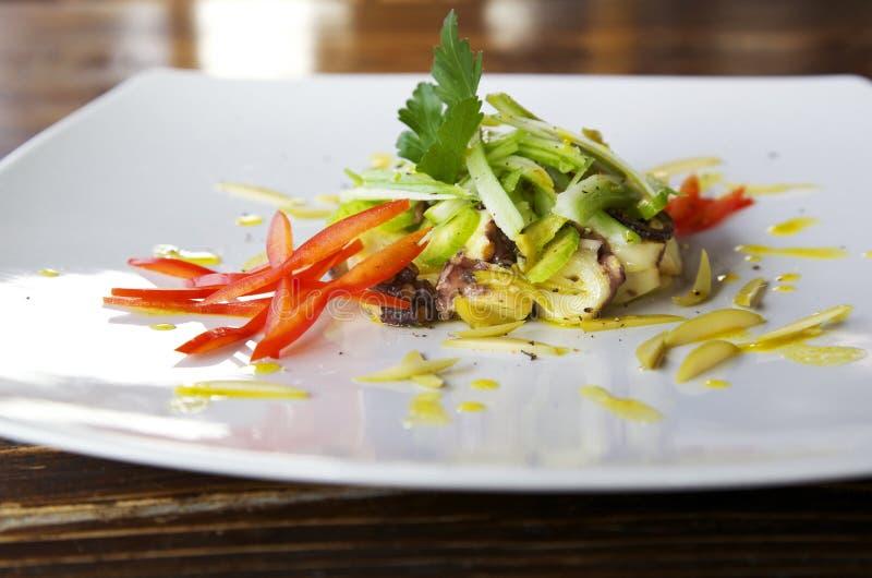 Салат осьминога зеленый и красный стоковые изображения