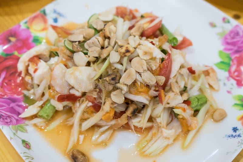 Салат папапайи известная Тайская кухня стоковые фотографии rf