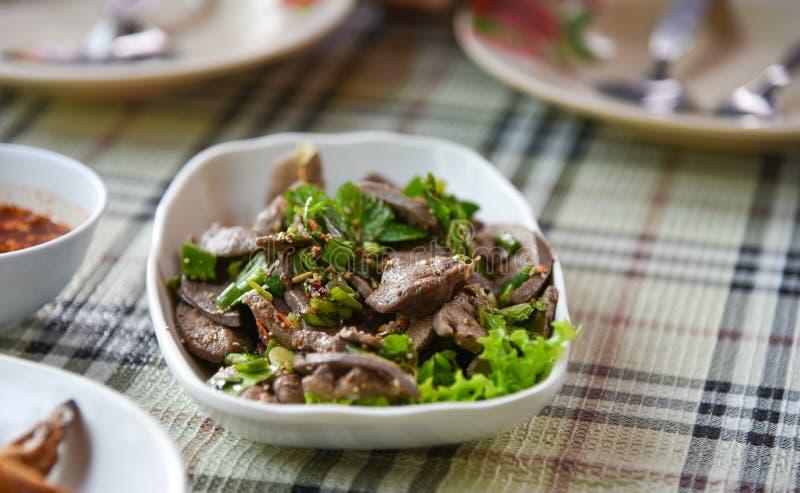 Салат печени свинины пряный стоковое изображение rf