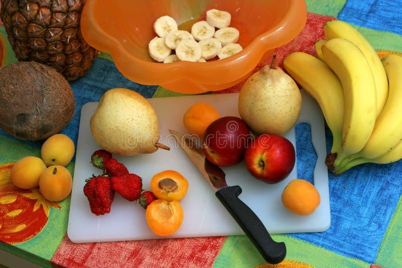 салат плодоовощ i подготовляя стоковое фото rf