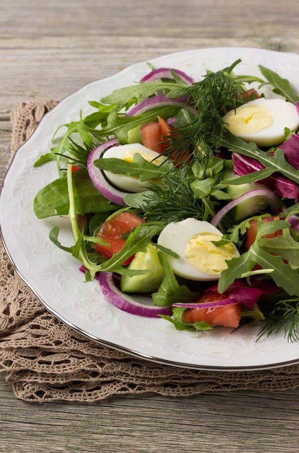 Салат свежего овоща с яичком стоковое изображение