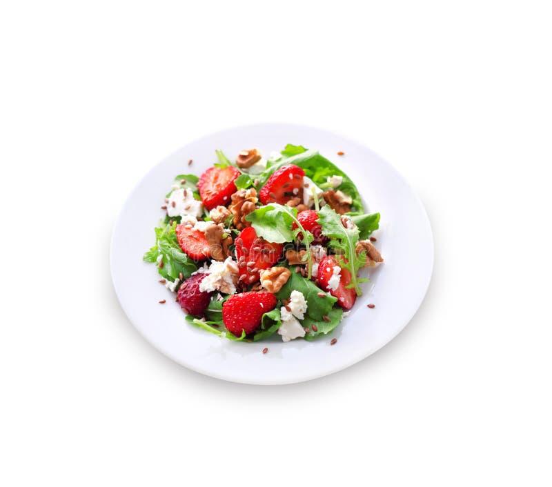 Салат с изолированными arugula, клубниками, козий сыром и грецкими орехами стоковое фото rf