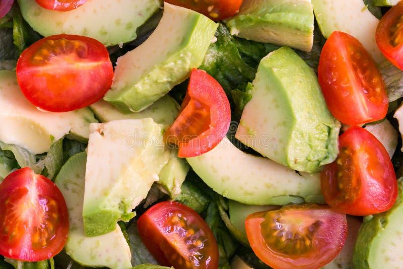 Салат томата, салата и авокадоа стоковые изображения rf