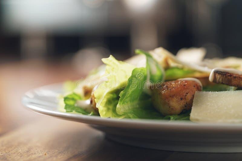 Салат цезаря с крупным планом стоковые фотографии rf