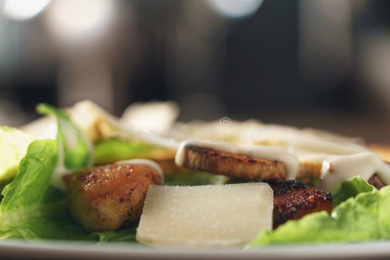 Салат цезаря с крупным планом стоковые изображения rf