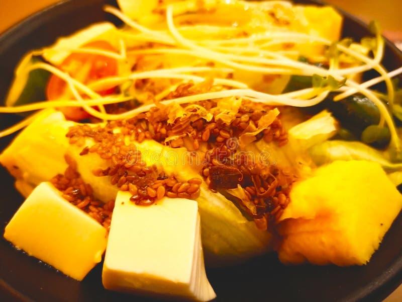 Салат японского стиля Компоненты белое тофу, салат, к стоковые изображения