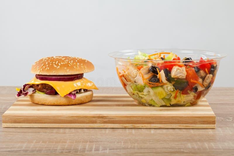 Салат Cheeseburgerand стоковые изображения