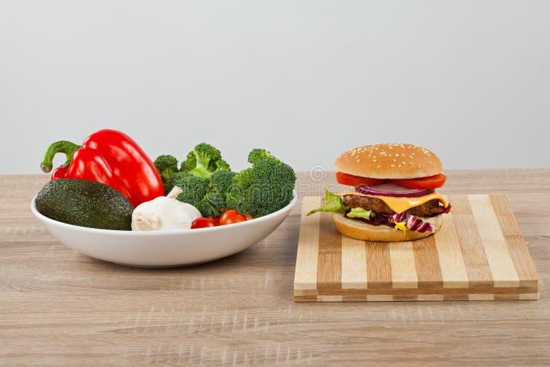 Салат Cheeseburgerand стоковое изображение