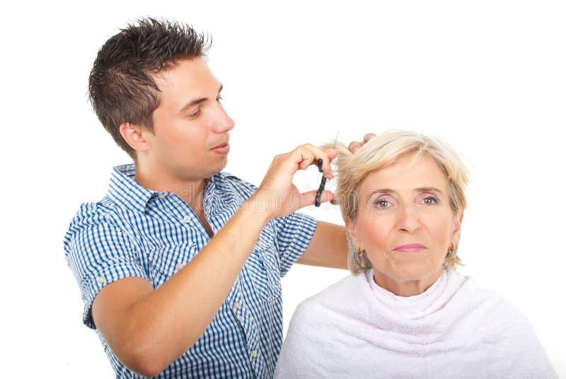 салон hairstylist клиента красотки стоковая фотография
