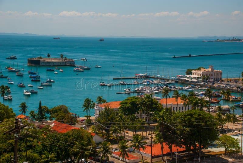 САЛЬВАДОР, БАХЯ, БРАЗИЛИЯ: Форт Сан Marcelo в Сальвадоре Бахи Взгляд сверху портового города Сальвадора стоковые изображения