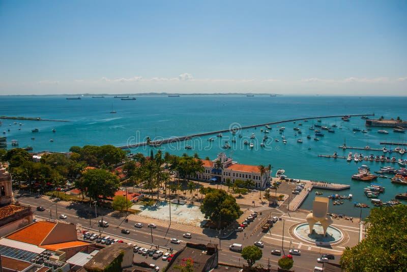 САЛЬВАДОР, БАХЯ, БРАЗИЛИЯ: Форт Сан Marcelo в Сальвадоре Бахи Взгляд сверху портового города Сальвадора стоковое изображение