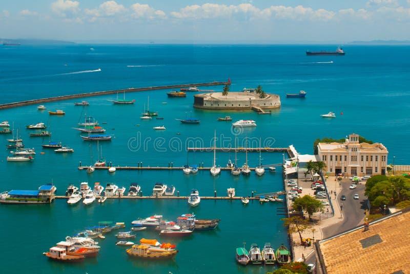 САЛЬВАДОР, БРАЗИЛИЯ: Форт Сан Marcelo в Сальвадоре Бахи Взгляд сверху портового города Сальвадора стоковое изображение rf