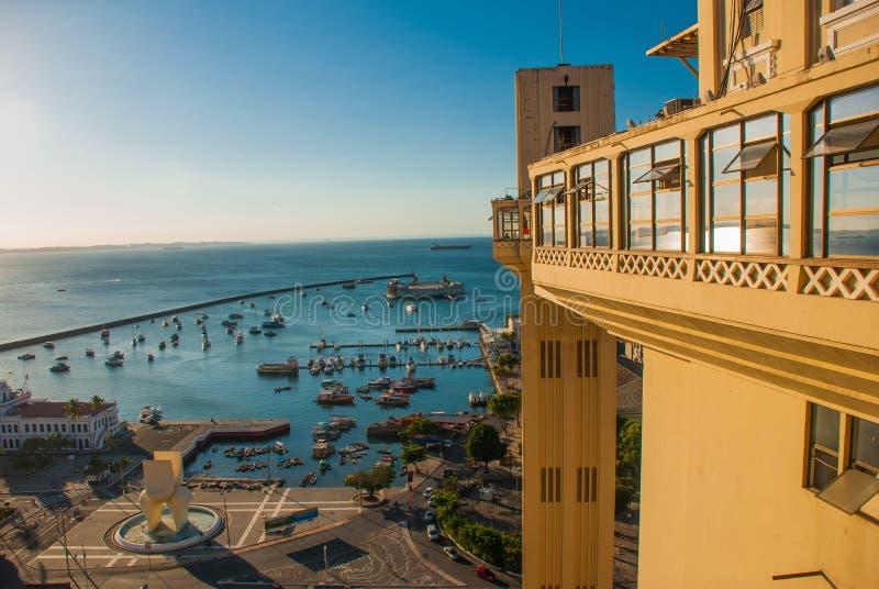 САЛЬВАДОР, БРАЗИЛИЯ: Форт Сан Marcelo в Сальвадоре Бахи Взгляд сверху портового города Сальвадора стоковое фото rf