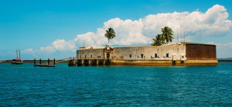 САЛЬВАДОР, БРАЗИЛИЯ: Форт Сан Marcelo в Сальвадоре Бахи Взгляд сверху портового города Сальвадора стоковое изображение