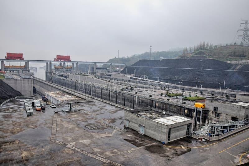 Самая большая гидроэлектрическая электростанция в мире - Дамба (Три ущелья) на Реке Янцзы в Китае стоковое изображение rf