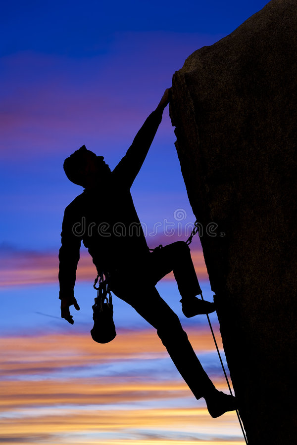 саммит альпиниста идя стоковые фото