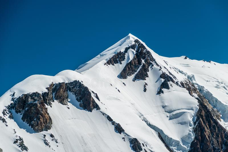 Саммит Монблана от Aiguille de Bionnassay, Альпов, Франции стоковые фотографии rf