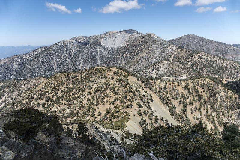 Саммит Mt Baldy в Los Angeles County Калифорнии стоковое изображение
