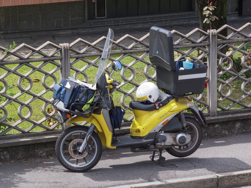Самокат свободы Piaggio в милане стоковые фото