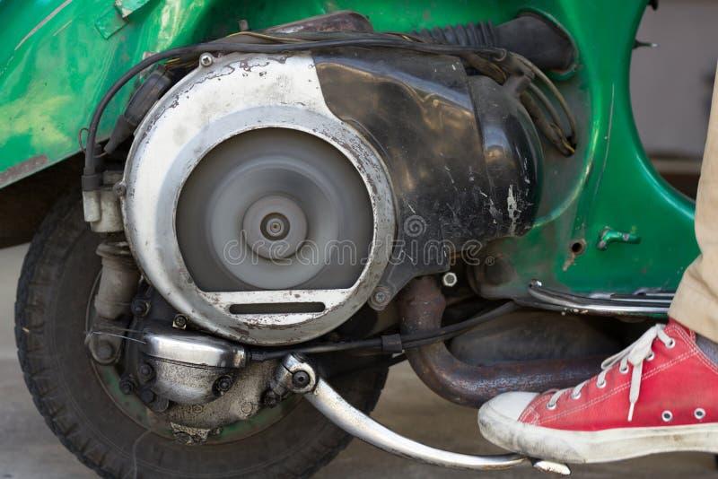Самокат толчка a очень старый с двигателем и Ventila два приступа стоковое изображение