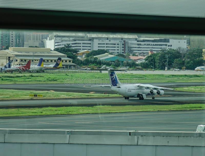 Самолет в аэропорте Манилы NAIA стоковое фото rf