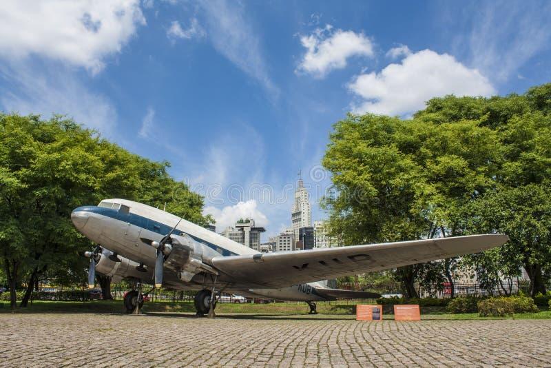 Самолет в музее Catavento - São Paulo - Бразилии стоковые фото
