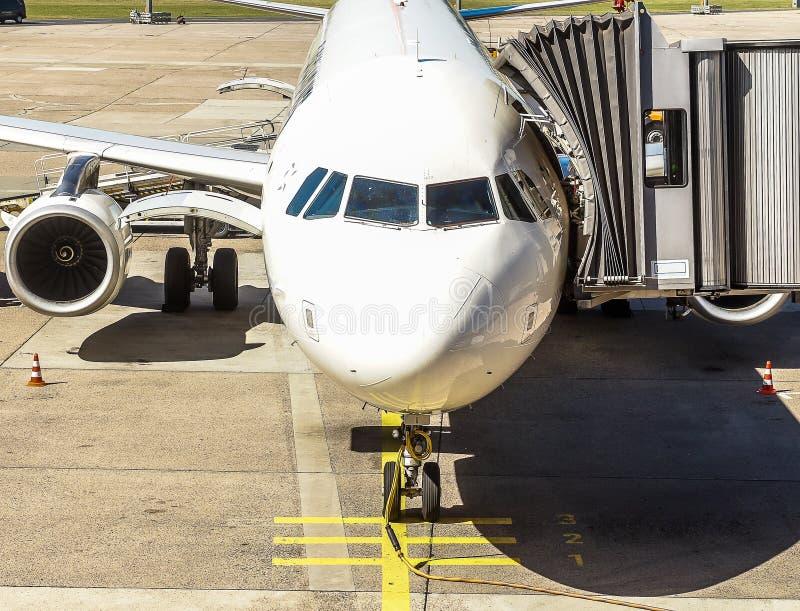 Самолет для полета в каникулы незадолго до этого старт стоковые фотографии rf