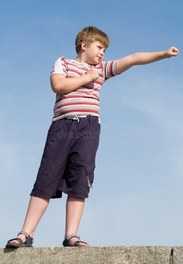самолет-истребитель мальчика стоковое фото