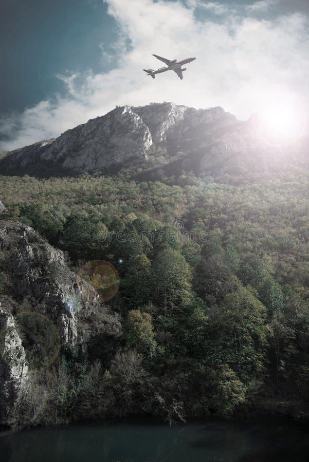 Самолет над каньоном Vodno стоковое фото rf
