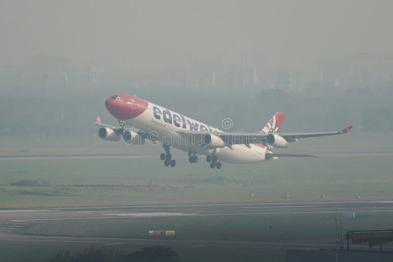 Самолет принимая- от аэропорта Сайгон стоковое изображение