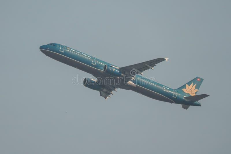 Самолет принимая- от аэропорта Сайгон стоковые изображения