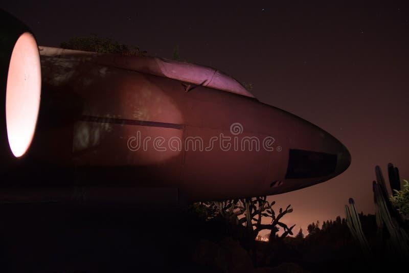 Самолет-шпион призрака, муха к ночь стоковые изображения rf
