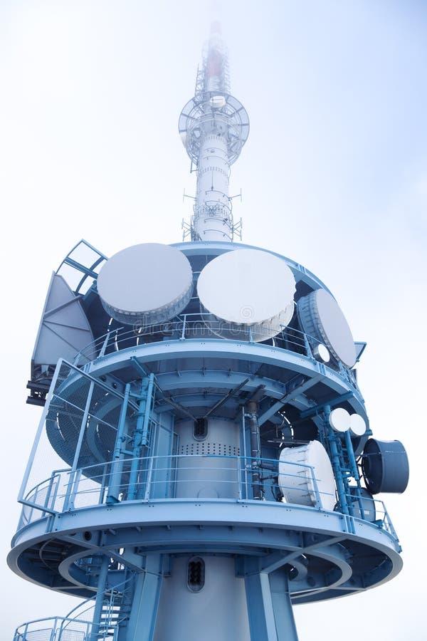 самомоднейшая башня tv стоковые изображения