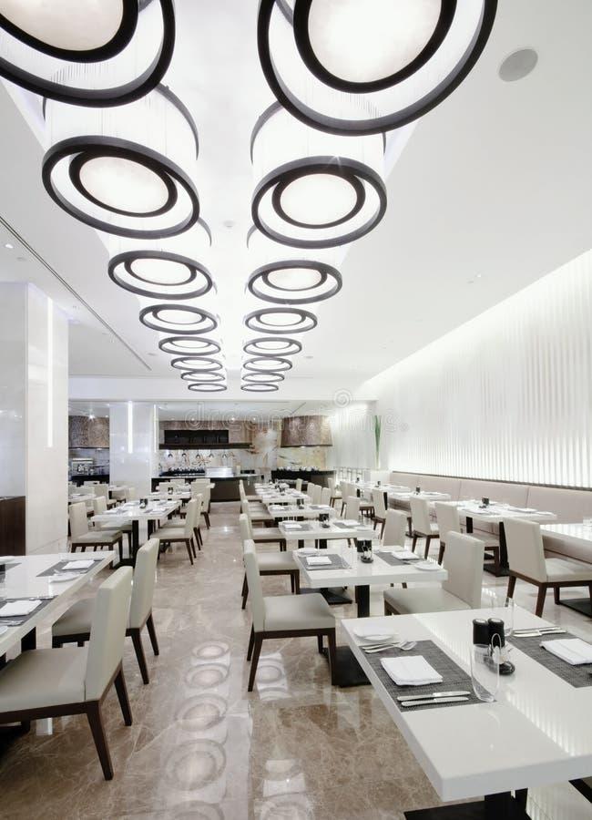 самомоднейшая белизна ресторана стоковые изображения rf