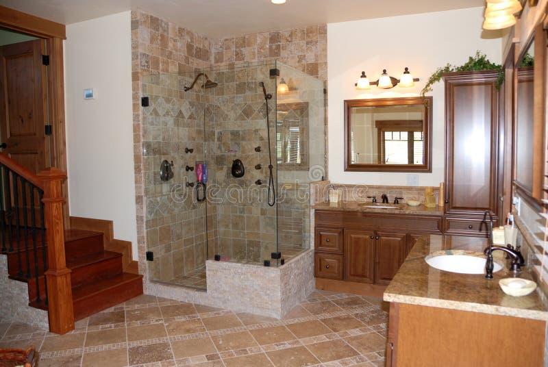 самомоднейшее ванной комнаты домашнее стоковая фотография