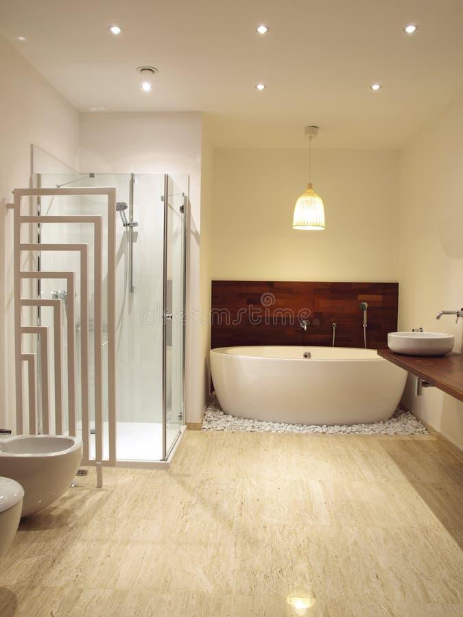 самомоднейшее ванной комнаты нутряное стоковые фото