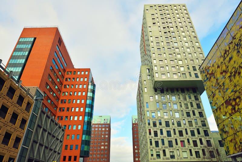 Самомоднейшее зодчество Нидерландов Роттердама стоковое фото rf