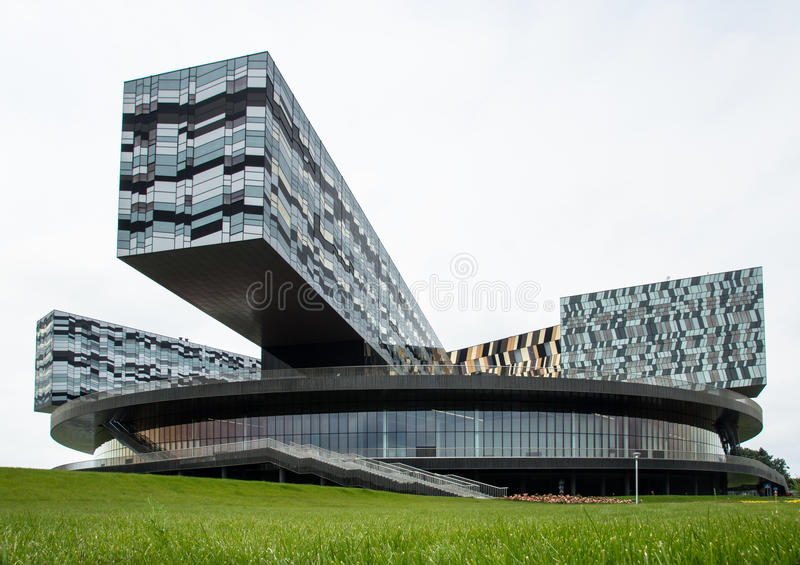 Самомоднейшее стеклянное здание стоковое изображение