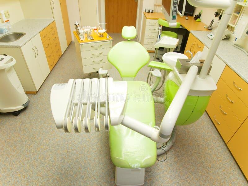 самомоднейшее стула зубоврачебное стоковое изображение rf